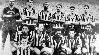 Time alvinegro campeão em 1957 tinha o craque Garrincha