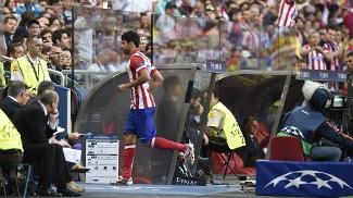 Diego Costa corre para os vestiários após ser substituído no início da final em Lisboa