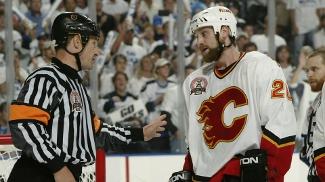 Regehr amargou o vice da NHL em 2004 com os Flames