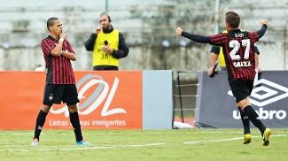 Marcos Guilherme Atlético-PR Comemora Gol Coritiba Atletiba Campeonato Brasileiro 25/05/2014