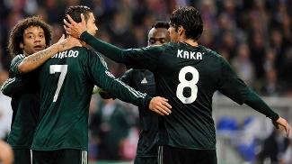 Marcelo, Kaká e Ronaldo comemoram gol do português contra o Ajax