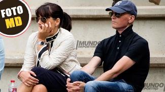 Tito Vilanova ao lado da esposa acompanhando a partida de seu filho pelo juvenil B do Barcelona