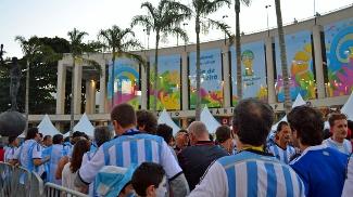 Argentinos fizeram festa antes do jogo no Maracanã