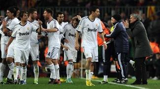 Time do Real foi comemorar o 3º gol com Mourinho