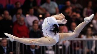 Romena Catalina Ponor é tricampeã olímpica na ginástica artística