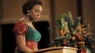 Chimamanda Adichie fez universidade nos EUA