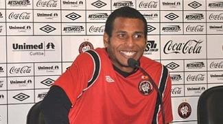 Goleiro Rodolfo, do Atlético-PR, foi pego no antidoping