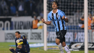 Marcelo Moreno comemora primeiro gol do Grêmio contra o Sport