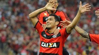 Hernane comemora gol do Flamengo sobre o Cruzeiro, pela 38ª rodada do Campeonato Brasileiro, em 07/12/2013