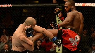 Jon Jones venceu Glover Teixeira na decisão dos jurados e manteve o cinturão dos meio-pesados no UFC 172