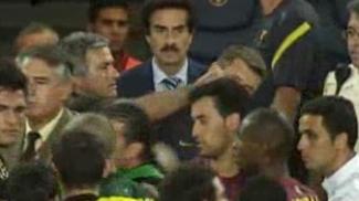 Em um dos episódios mais polêmicos, deu uma dedada no então auxiliar do Barcelona, Tito Vilanova