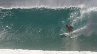 Bruno Santos é conhecido por sua habilidade em surfar tubos