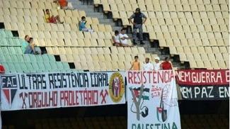 Faixas da Resistência Coral no Castelão