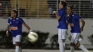 Montillo comemora após marcar gol da vitória sobre a Portuguesa