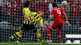 Mandzukic abre o placar para o Bayern com assistência de Robben