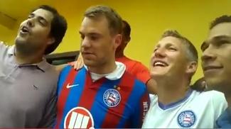 Neuer e Schweinsteiger saíram às ruas com camisa do Bahia e até cantaram o hino com torcedores
