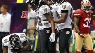 Anquan Boldin, de joelhos, comemora TD dos Ravens