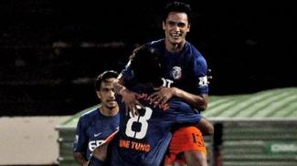 Jogadores do Dragons, do Taiti, comemoram gol