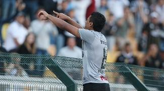 Paulihno 'vai para a galera' depois de fazer gol contra o Sport