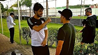 Adriano de Souza Mineirinho ao lado de Alexandre Pato