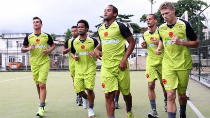 Vasco faz treino leve, e Yotún é a novidade em São Januário