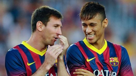 Messi e Neymar durante apresentação dos jogadores à torcida / AP