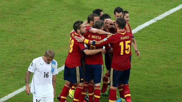 A Espanha dominou o jogo e venceu o Uruguai na estreia da Copa das  Confederações a0c0b248e5f3c