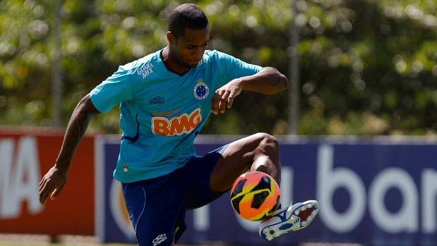 Dedé foi a novidade do treino do Cruzeiro nesta terça-feira