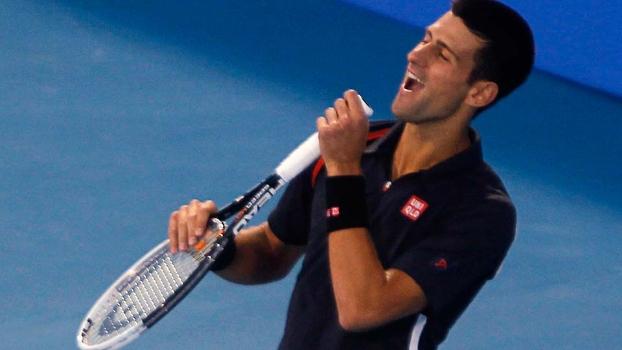 Djokovic canta durante a final em Abu Dhabi
