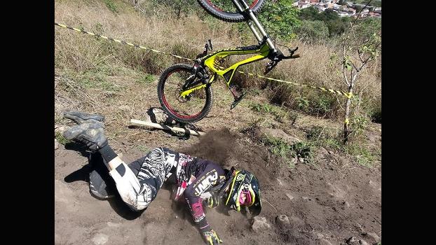 Olha o capote que eu levei pedalando em São Roque/SP