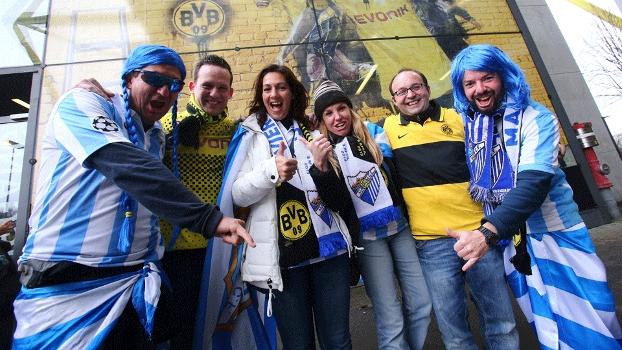 Torcedores de Málaga e Borussia Dortmund antes da partida de volta das quartas da Champions