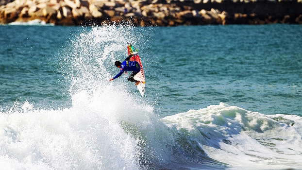 Adriano de Souza nas ondas de Peniche
