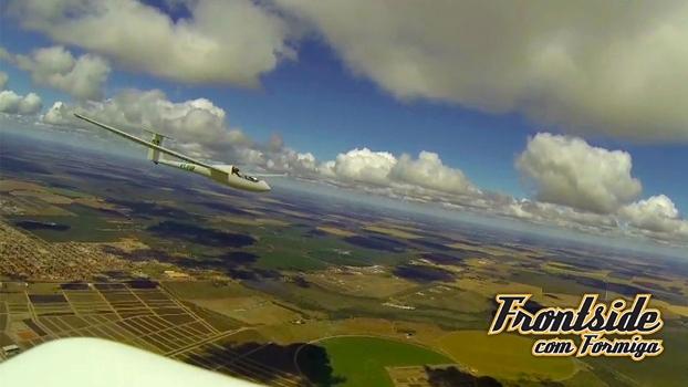 Vilarinho em voo, próximo da ponta de asa do Formiga