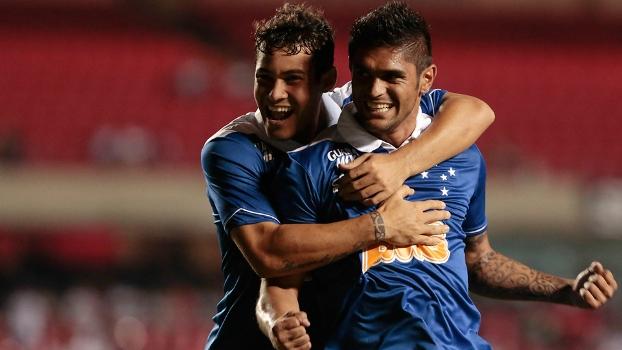 Luan marcou três vezes na vitória sobre o São Paulo no Morumbi