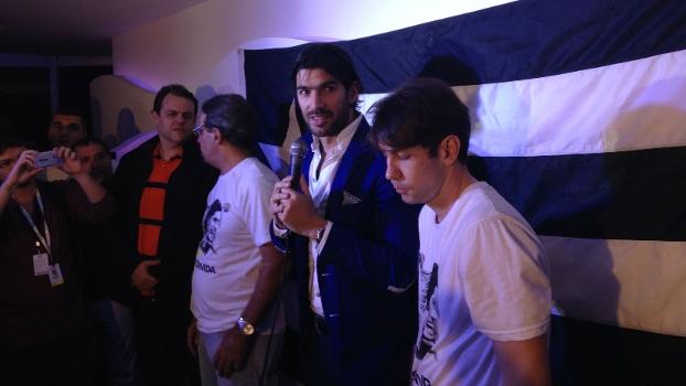 Loco Abreu conversou com imprensa durante evento em casa noturna