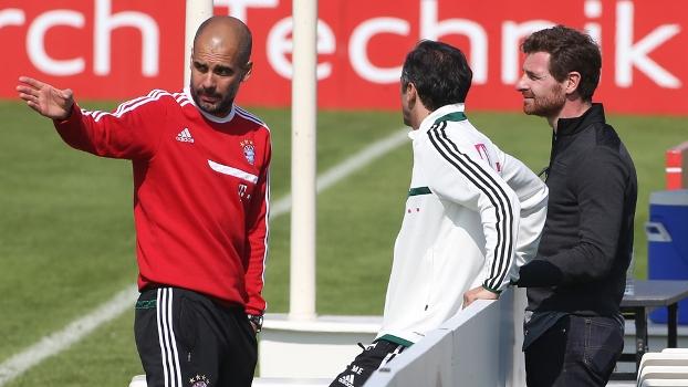 O ex-técnico do Tottenham observou atento ao treinamento do clube alemão