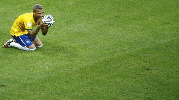 Daniel Alves durante jogo contra o México, na Copa do Mundo: lateral detonou a seleção