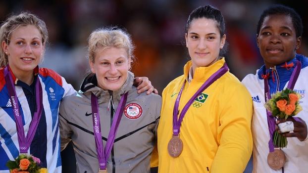 Mayra Aguiar recebe medalha de bronze