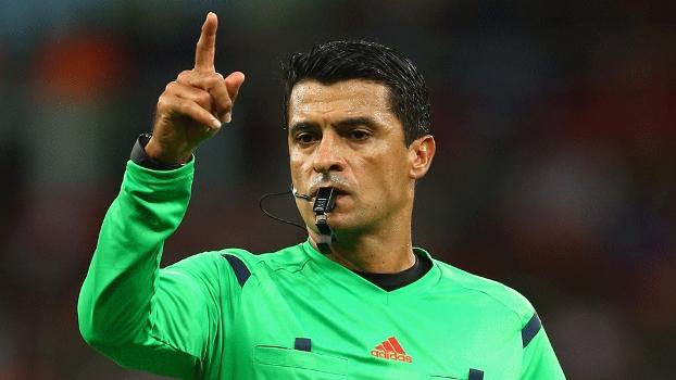 Sandro Ricci estreou na Copa no duelo França 3 x 0 Honduras: média de faltas mais baixa