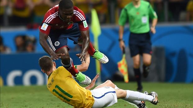 Oscar vem se entregando na defesa, mas terá responsabilidade de substituir Neymar como astro