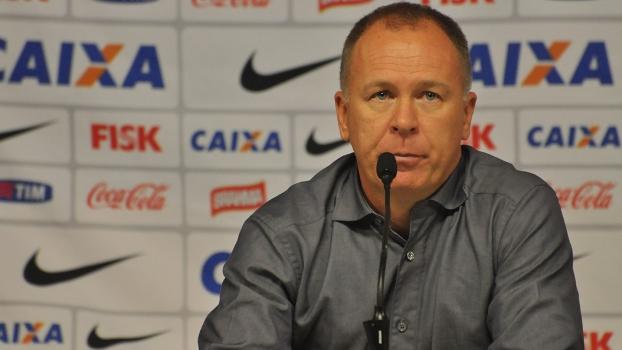 Mano Menezes admitiu atuação ruim, mas disse que derrota não apaga 'dia inesquecível'