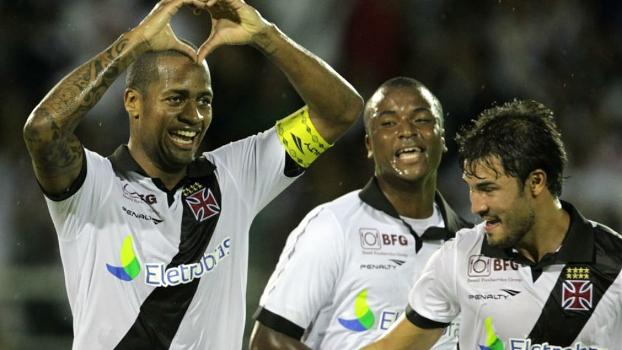 O zagueiro Dedé fez o segundo gol do Vasco sobre o Resende neste sábado