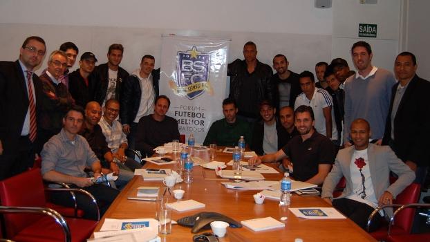 Nomes como Alex, Rogério Ceni e Paulo André lideram o grupo Bom Senso F.C.