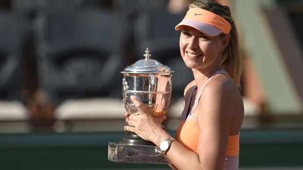 Sharapova levanta a taça de Roland Garros