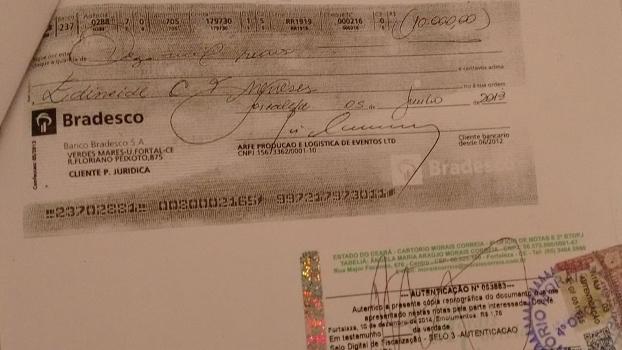 Comprovante de pagamento a Edileide Menezes, esposa de Renan Menezes, pela empresa Arfe
