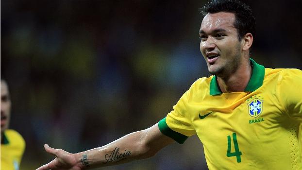 O zagueiro Réver fez gol diante do Chile e tem boas chances de ser chamado para a Copa das Confederações