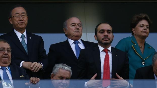 Dilma Rousseff com autoridades assiste jogo do Brasil