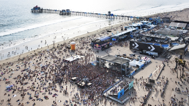 Praia lotada ni US Open of Surfing