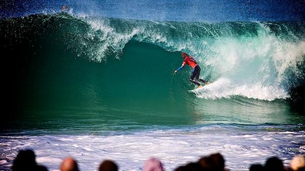 As notas de Kelly Slater no round 1 foram maiores do que a somatória dos outros dois surfistas