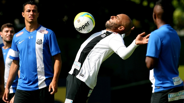 O ex-goleiro Edson Cholbi do Nascimento, o Edinho, durante treino para a partida contra o XV de Piracicaba, válida pela primeira rodada do Paulista
